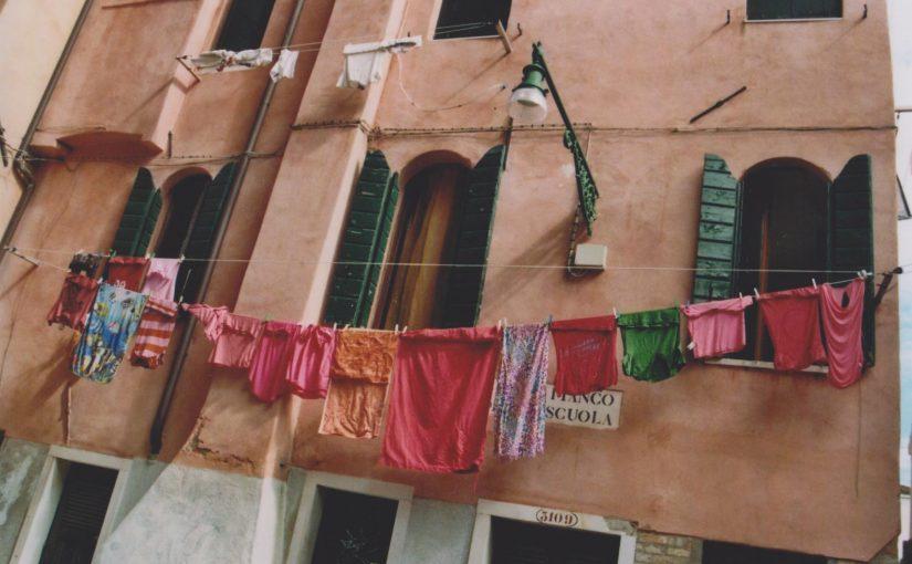 Wandeln unter Wäscheleinen